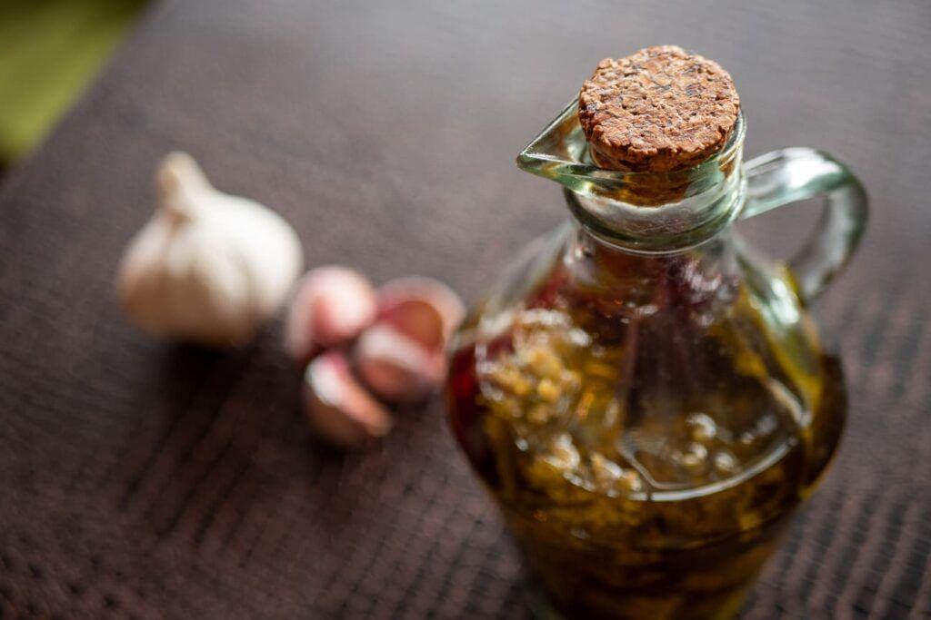 como conservar ajos en aceite portada